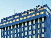 ホテル外観です。沼津の高台に位置しておりますので、高層階からは市街・駿河湾・箱根などが見えます。