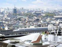 【トップオブキョウト(14F)】京都で唯一の回転展望レストラン。東寺や新幹線の眺望が楽しめます。