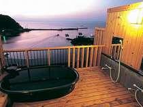 地上約30mに位置する屋上貸切露天。美保関温泉の柔らかなお湯とその絶景を楽しめる。(50分2160円)