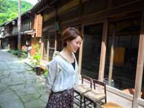 【美保館】は、青石畳通り沿いに建つ5つの異なる棟で1つの宿を構成しています。
