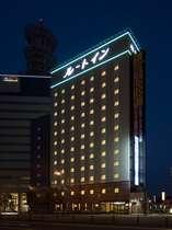 当ホテルの夜間の外観です