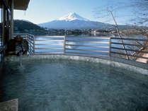 河口湖に吹く風を感じながら、富士山の移り変わりをお楽しみください。