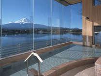 [大浴場]温泉に浸かりながら楽しむ富士山
