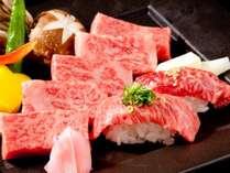 A5等級黒毛和牛を本来の味を存分にお愉しみ頂けるようステーキと和牛炙り寿司で用意。