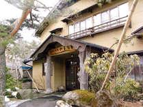 和風旅館やまもとの外観写真です。大工のオーナーが巧みな技で造り上げました。まだまだ進化しています。