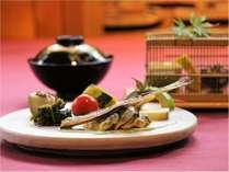 【夕食・会席料理・夏】季節限定・鮎料理、器や盛り付けにも遊び心。
