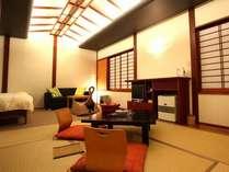 仲間や家族でわいわいするには広い和洋室。
