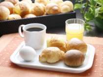 ご朝食は無料セルフサービスでございます♪