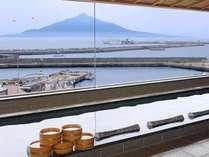 秀峰『利尻富士』を眺めながらごゆっくりお寛ぎ下さい。こちらは男子大浴場からの眺めです。