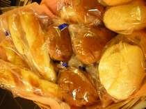 数種類のパンを日替わりでご用意してあります。