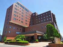 【外観】ホテルアイリス 主要な観光地へも好アクセスの立地です