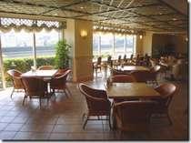 【ノアドココ】おだやかな五ヶ瀬川の流れを眼下に、四季感あふれるメニューで彩るカフェレストラン。