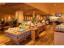 宮崎・延岡の海・山・川の幸をふんだんに使用した和洋折衷のお料理を心行くまでご堪能下さいませ。