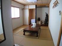 和洋室の畳部屋(テレビ有)、ふすまで仕切ることもできます。