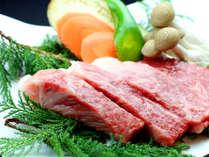 【牛肉の熔岩焼き】 熔岩プレートで焼くお肉はじっくりと火が入りふっくらやわらかくなります!