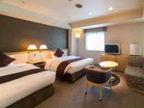 【ラージツイン】客室一例★ビジネス・観光と、皆さまのニーズに合わせたお部屋をご用意しています。