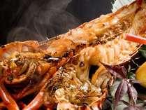 香ばしい伊勢海老のオニガラ焼きは人気の調理法です。