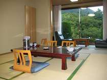 【泉水山を望む、一階10畳和室】全室冷暖房完備です。