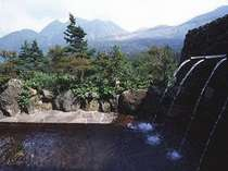 岩風呂『牧の戸の湯』男女別に内湯と露天風呂あり夜間も利用できます。