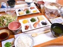 *ご朝食一例/栄養バランスの整った旅館の朝ごはん。白いご飯が何杯でもいけちゃいます!