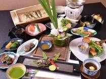 *お夕食一例/天然素材にこだわった料理長自慢の会席料理。その日一番美味しいものをお客様にお届けします。