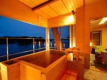 「石斛」のお部屋だと、景色も露天風呂もひとりじめできますよ。