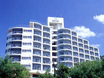 亜熱帯の雄大な自然に包まれた本部半島に位置する「ホテル ゆがふいんBISE」外観