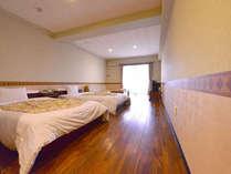 *洋室ツイン(客室一例)/カップルやご夫婦でのご宿泊に最適!沖縄時間に時を任せてお寛ぎ下さい。