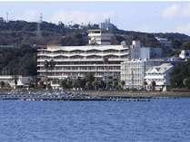 潮の香りが心地よい海沿いのホテル