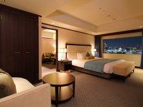【プレジデンシャルスイート】90㎡ 客室最上階のお部屋からは、岡山市街を一望。