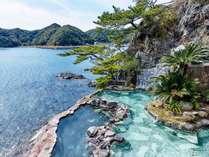 露天風呂|紀州潮聞之湯/眼前に波が押し寄せる絶景の露天風呂。