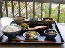 朝食は和定食になります。