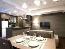 和室と一体で使えるリビングには、フルキッチンを備えています。