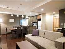リビングからキッチンまで、活用の幅が広がるゆとりあるスペース。