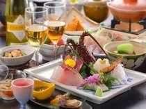夕食のお料理一例です。お料理は夕食・朝食ともにお部屋にご用意いたします。