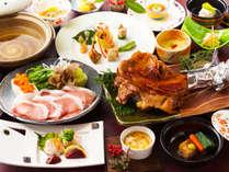 好評の食べ尽くし懐石ぱりっとした食感のゆめ華鶏と阿蘇の黒豚をどちらも贅沢に食べ尽くし!(お料理例)