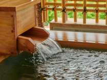 単純弱放射能泉の銀泉は、放出されるラドンの吸入により自然治癒力を高めます。