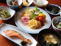 【朝食一例】彩りよい洋風メニューも取り合わせております。お野菜もしっかりと召し上がってくださいね。