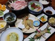 *【夕食一例】お肉やお魚、お野菜をバランスよく取り入れています。しっかり食べて次の日に備えましょう!