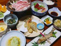 **【夕食一例】お肉やお魚、お野菜をバランスよく取り入れています。しっかり食べて次の日に備えましょう!