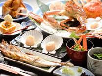 【夕食一例】活カニ・サロマ湖産ホタテ・縞ホッケなどここでしか堪能できない逸品をおなかいっぱい堪能。
