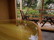 【浮舟の間】本館8帖+広縁2帖+庭園露天風呂(地階庭側)