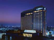 【夜】ホテル外観イメージ
