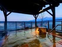 【展望露天風呂:屏風の湯】四季それぞれに違った魅力のある美しい蔵王連峰を230度望める日本唯一の宿。
