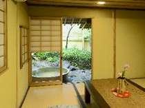 ゆったり落ち着ける露天風呂付和室8畳のお部屋(一例)