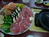 名物、ジンギスカン鍋、高原野菜を、たくさん使います。