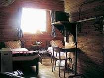ツインルームの1例です。エアコン・TV・FFヒーター完備