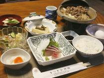 *【ご夕食一例】当館自慢の「打ちたて生蕎麦」付。一汁四菜の和食膳をご用意致します