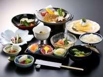 美味しい物を少量ずつ食べたい方におすすめ【白身魚の練りウニ陶板焼など夏の味わい全10品】和楽御膳(夏)