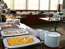 """岩手県産の食材を中心とした和洋ブッフェの朝食 4階""""JUEN""""(ジュエン)"""